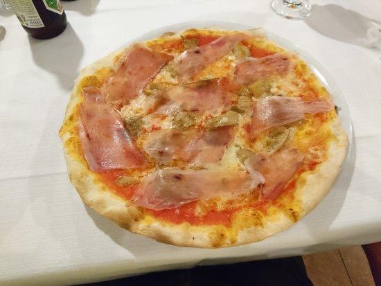 Альбинеа, Италия: Pizza al prosciutto crudo e funghi porcini.