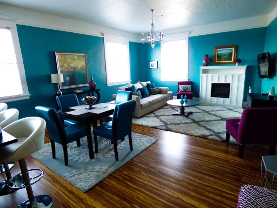 McMinnville, Oregón: Living and dining room