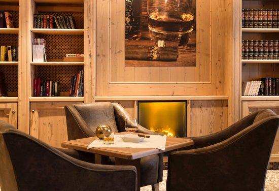 Hotel Edelweiss: Raucher Lounge