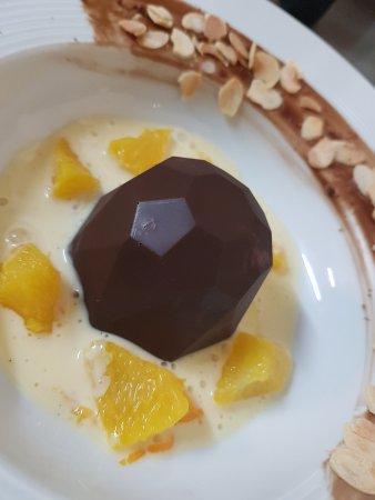 Allas-les-Mines, France: domme au chocolat