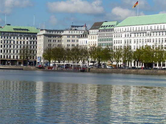 Alsterseen: Alster Lake Hotels and shops