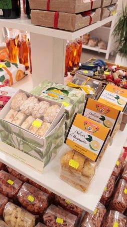 Villapiana, İtalya: Interno del negozio