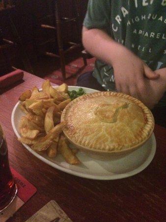Tissington, UK: Chicken and leek pie