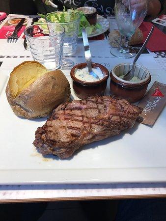 Inter-Hotel Rouen Oissel : Entrée: sablé à la mousse de fromage frais. l'entrecote de 250g avec sa patate au four