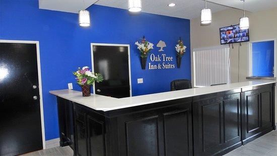 Oak Tree Inn & Suites