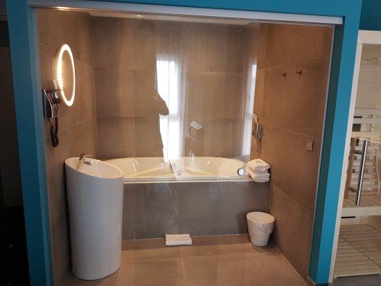 Nivelles, Βέλγιο: Suite bain bouillonnant et sauna