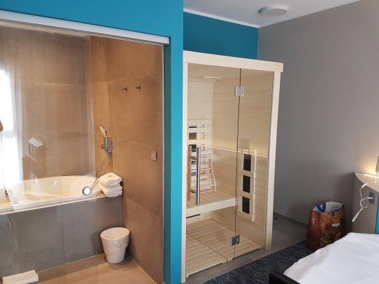 Нивель, Бельгия: Suite bain bouillonnant et sauna