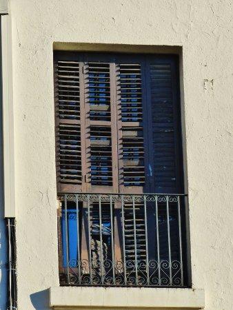 Hotel El Castell: Nostalgischer Fensterladen, allerdings nicht mehr zu Öffnen.