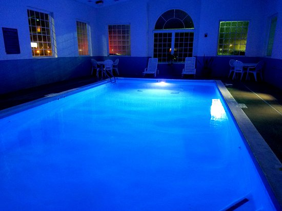 London, KY : Indoor heated pool w/ LED Lights