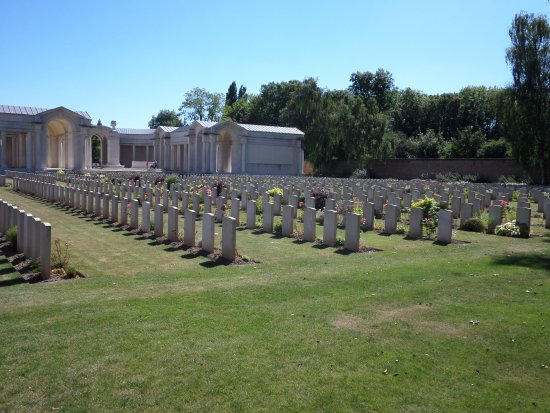 Αρράς, Γαλλία: Arras memorial and Faubourg d'amiens cemetery