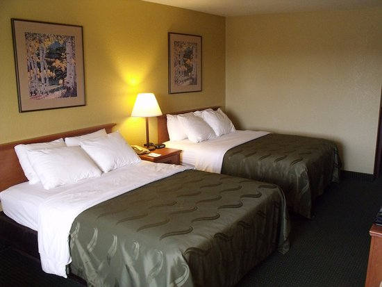 Quality Inn Winslow: Two Queen Room