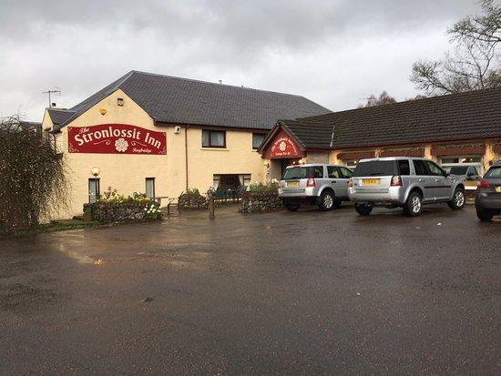 Roybridge, UK: Outside of the inn
