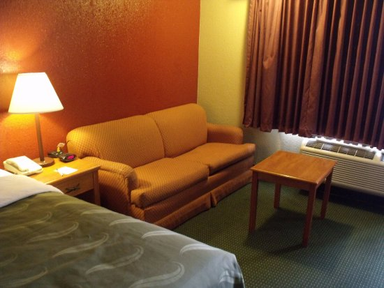Winslow, AZ: Some King rooms have Sleeper Sofas