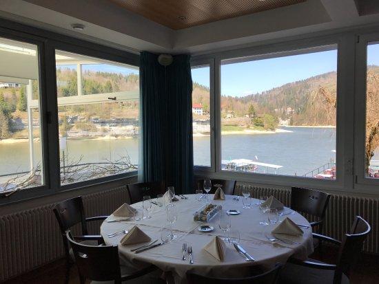 Les Brenets, Suiza: vue sur le doubs