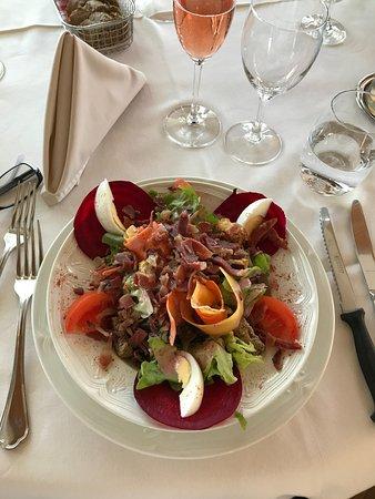 Les Brenets, Suiza: Salade de saison avec des lardons très bonne entrée