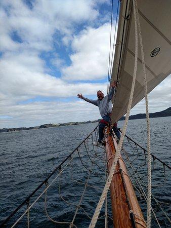Paihia, نيوزيلندا: On the bowsprit.
