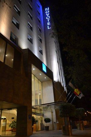 Novotel Sevilla: Novotel at night