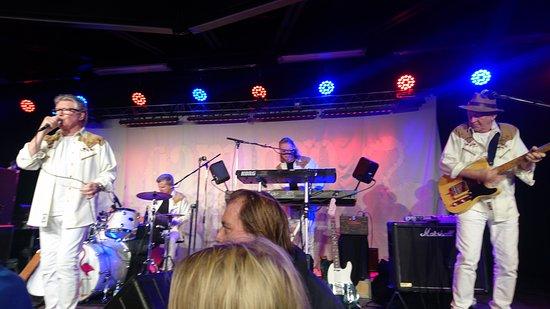 Lisebergs Nojespark : Flamingo kvintett startar danserna på dansstället polketten inne på Lisebergs premiär