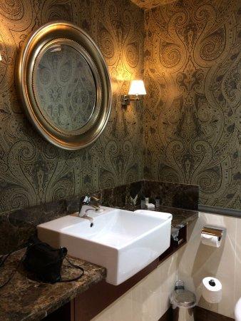 Dunkeld House Hotel: Bathroom sink