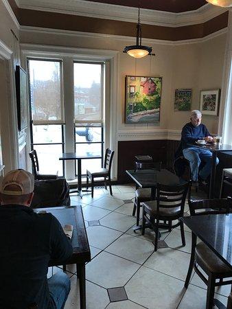 Stafford Springs, Κονέκτικατ: inside, my table at window
