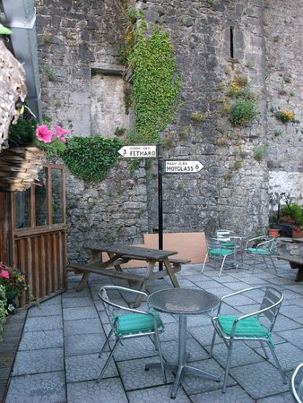 ‪‪Fethard‬, أيرلندا: The Castle Beer Garden‬