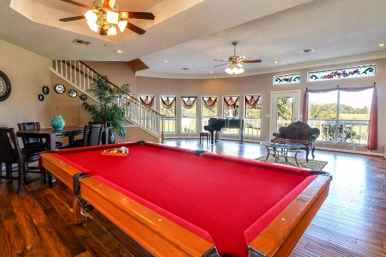 Manor House living room, great for large groups. Pool table, piano ...