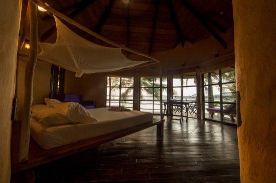 Axim, Ghana: Island Ocean Side room