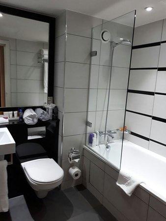 Crowne Plaza London Kensington: Banheiro Quarto 226