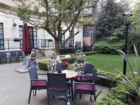 Crowne Plaza London Kensington: Pátio interno do hotel
