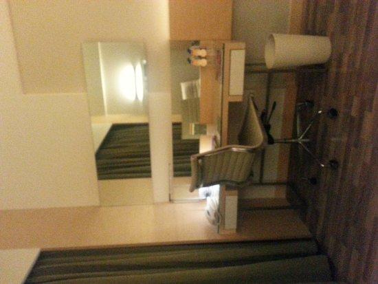 The Raintree Hotel - Anna Salai: 20170316_230338_large.jpg