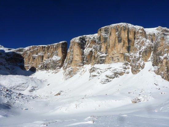 Tirol del sur, Italia: La bellissima zona del Vallon (versante Est del Sella) con il Piz da Lech e la Fessura