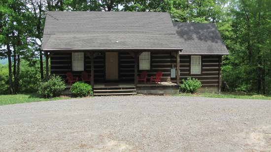 Belvidere, TN: Log Cabin Rentals