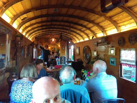 West Bay, UK: Fab WW1 carriage for the restaurant