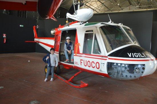 Volandia Parco e Museo del Volo Malpensa: ELICOTTERO VIGILI DEL FUOCO
