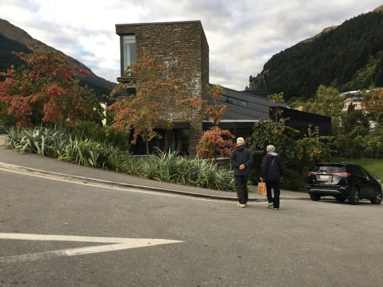 Queenstown Park Boutique Hotel: Just a short walk back from the Skyline Gondala luge activities.