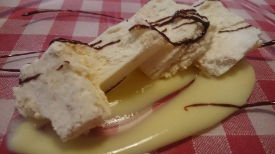 Bernalda, Italy: Semifreddo al torroncino