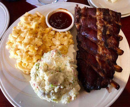 Jackson, MI: Tried the dinner Special - ribs. I'm a rib snob and never order in restaurants. Texas style with