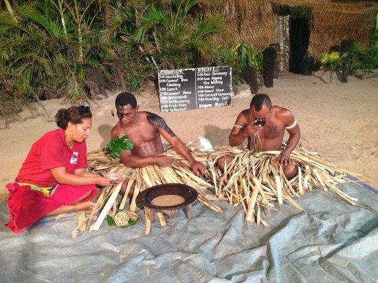 Βιτί Λεβού, Φίτζι: The Sevusevu ceromony, drinking Kava
