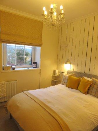 Llangattock, UK: Double Classic Ensuite Mountain View Room - Cwtch (19/Apr/17).