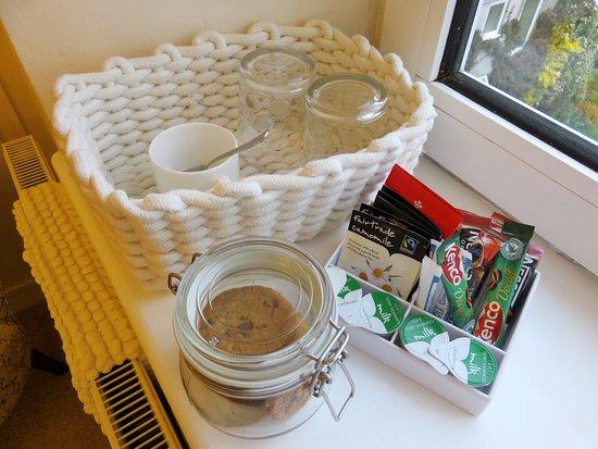 Llangattock, UK: Cookies, Tea and Coffee - Room Cwtch (19/Apr/17).