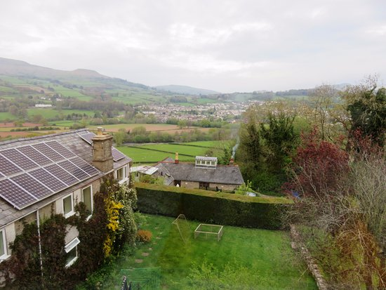 Llangattock, UK: The lovely rural view from room Cwtch - Ty Croeso (19/Apr/17).