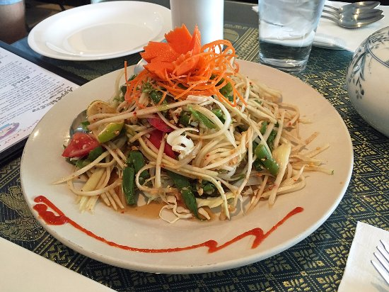 Manteca, Καλιφόρνια: The green papaya salad was a nice refreshing way to start the meal