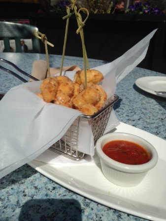 Hudson, WI: Cheese curds appetizers, smaller bites, excellent taste and dipping sauce