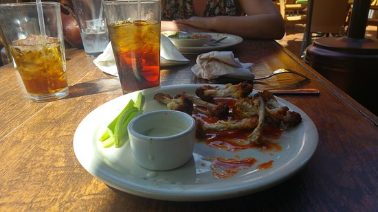 Ojai, CA: This used to be a plate of chicken wings....