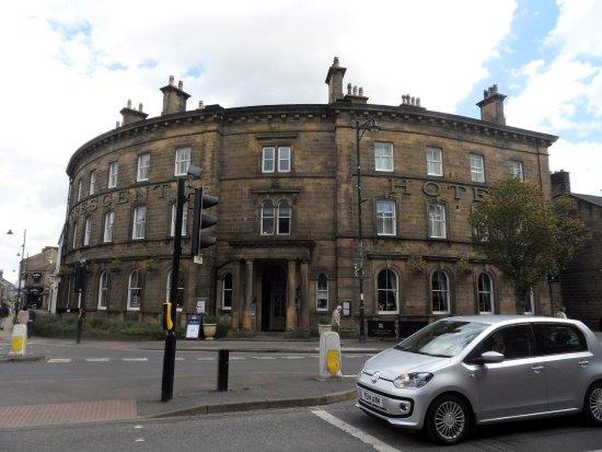 Ilkley, UK: Crescent Inn on the corner of Brook Street and Leeds Road
