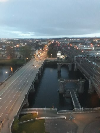 Jurys Inn Glasgow: Clyde and train station approach.