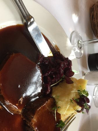 Lutter und Wegner: Tender Beef with rich brown gravy mashed potatoes and red cabbage