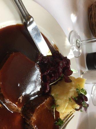 Lutter & Wegner Gendarmenmarkt: Tender Beef with rich brown gravy mashed potatoes and red cabbage