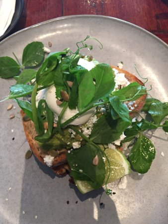 Prahran, Australia: Another delicious meal from Palate - Avo smash!