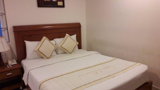 Tan Hoang Long Hotel: cama limpa e confortável